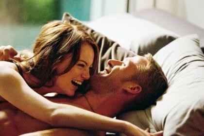 couple-lit-seduction
